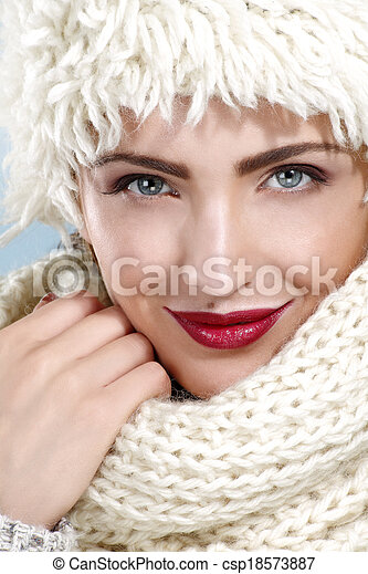 beauty shot of a beautiful woman in winter clothes - csp18573887