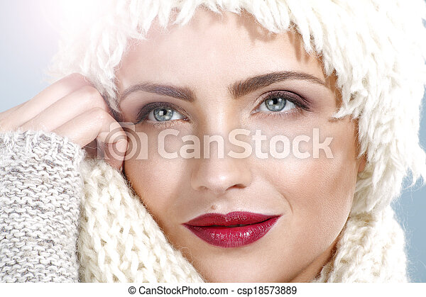 beauty shot of a beautiful woman in winter clothes - csp18573889