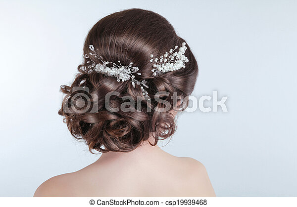 Beauty wedding hairstyle. Bride. Brunette girl with curly hair styling with barrette.  - csp19939468