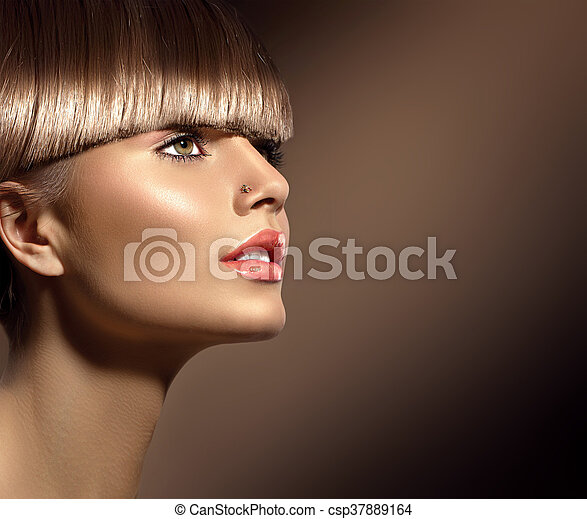 Beauty woman with beautiful makeup and healthy smooth brown hair - csp37889164