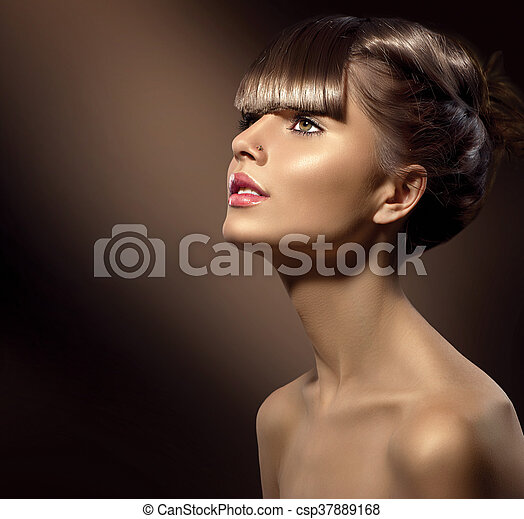 Beauty woman with beautiful makeup and healthy smooth brown hair - csp37889168