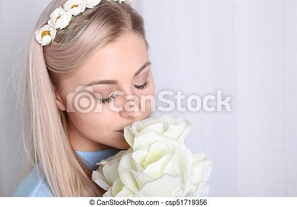 Beaux Yeux Femme Propre Elle Bouquet Couronne Jeune Rose