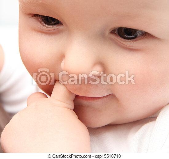 bebé hermoso, encima de cierre - csp15510710
