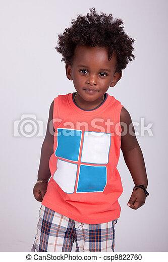 Retrato de un lindo niño negro - csp9822760