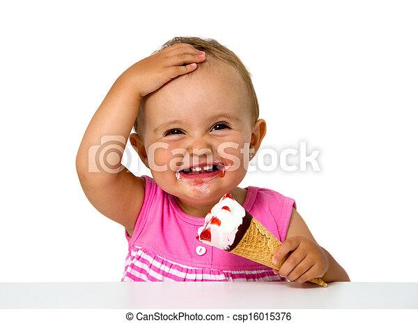 Bebé comiendo helado - csp16015376
