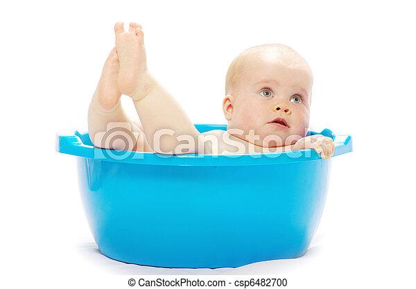 Bebé sentado en la tina - csp6482700