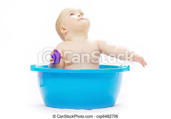 Bebé sentado en la tina - csp6482706