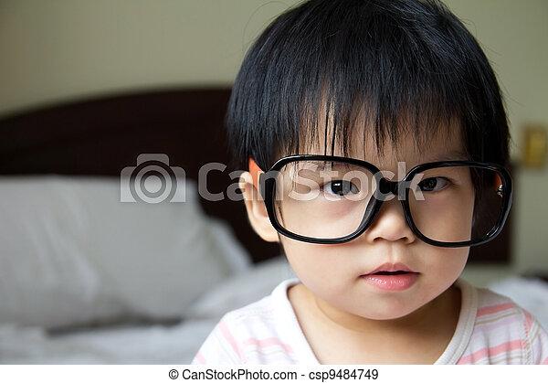 0439994934 Bebé, lentes. Espectáculos que usan, grande, bebé, retrato, niña.