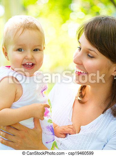 bebê bonito, outdoors., natureza mãe - csp19460599