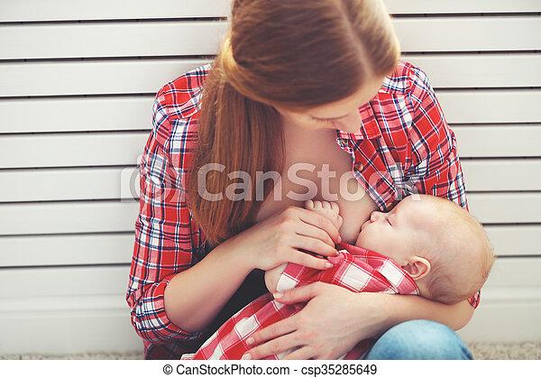 bebê, breastfeeding., alimentação, peito, mãe - csp35285649