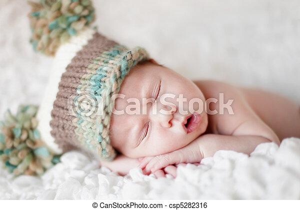 bebê recém-nascido, dormir - csp5282316