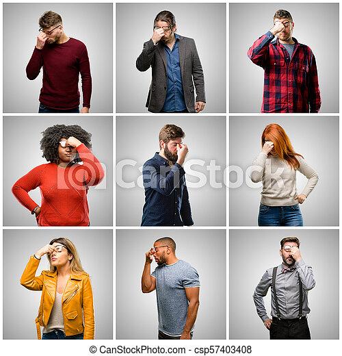 Grupo de personas mezcladas, mujeres y hombres con expresión somnolienta, con exceso de trabajo y cansado, nariz de rubos por cansancio - csp57403408