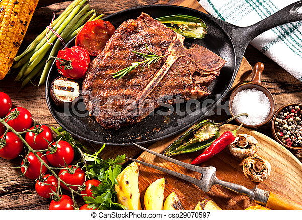 Beef steaks with grilled vegetables - csp29070597