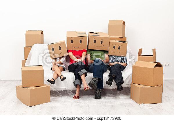 begriff, familie, ihr, neues heim, glücklich - csp13173920