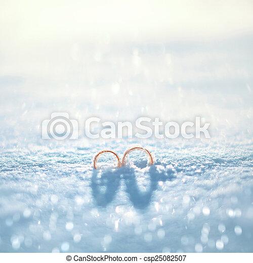 begriff, winter, gold, -, ringe, zwei, schnee, hochzeitstag - csp25082507