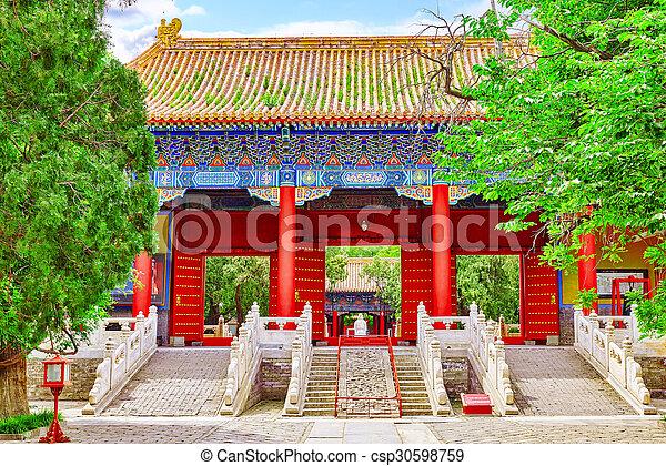 Templo de confucio en Beijing es el segundo templo confucio más grande en China. - csp30598759