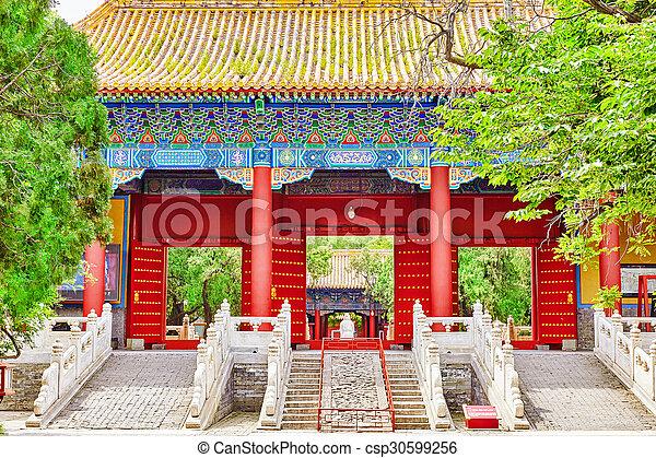 Templo de confucio en Beijing es el segundo templo confucio más grande en China. - csp30599256