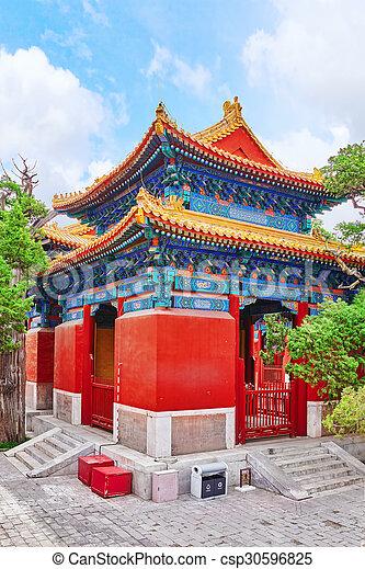 Templo de confucio en Beijing es el segundo templo confucio más grande en China. - csp30596825