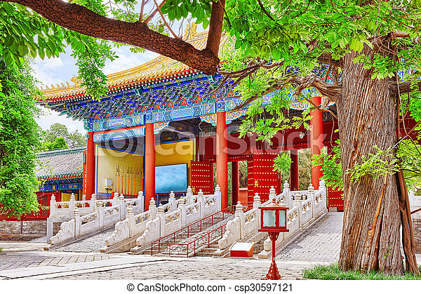 Templo de confucio en Beijing es el segundo templo confucio más grande en China. - csp30597121
