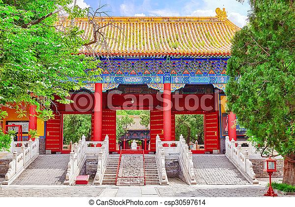 Templo de confucio en Beijing es el segundo templo confucio más grande en China. - csp30597614