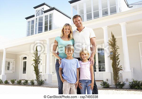 beliggende, familie, unge, udenfor, hjem, drøm - csp7493338