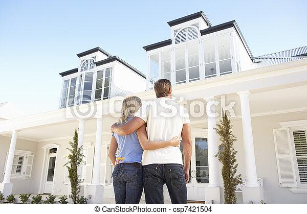 beliggende, par, unge, udenfor, hjem, drøm - csp7421504