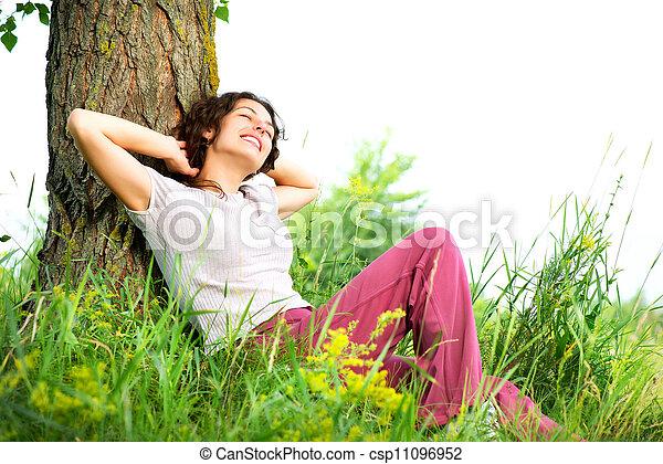 bella donna, rilassante, natura, giovane, outdoors. - csp11096952