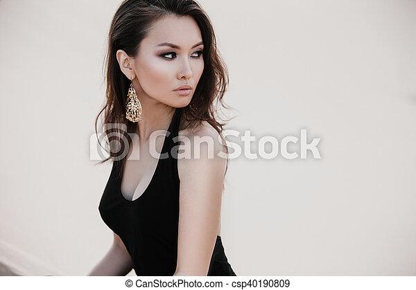 belle femme asiatique portrait sexy d sert pousse belle femme photo asiatique sexy. Black Bedroom Furniture Sets. Home Design Ideas