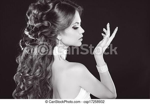 belle femme hairstyle brunette photo charme mode photos de stock rechercher des. Black Bedroom Furniture Sets. Home Design Ideas
