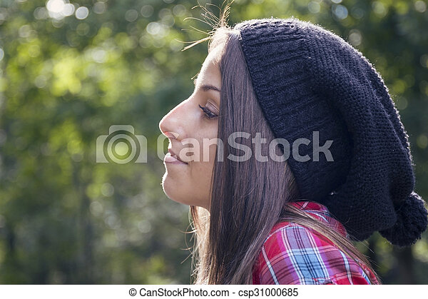 belle femme, parc, jeune, automne, portrait - csp31000685