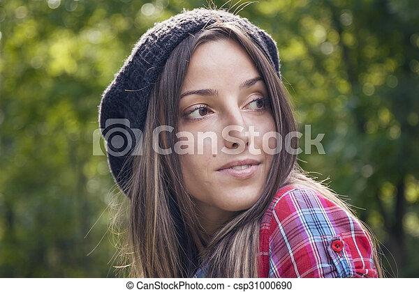 belle femme, parc, jeune, automne, portrait - csp31000690