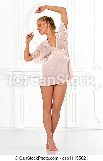 Belle femme, pieds nue, lingerie, intérieur, blanc, studio.... photo ...