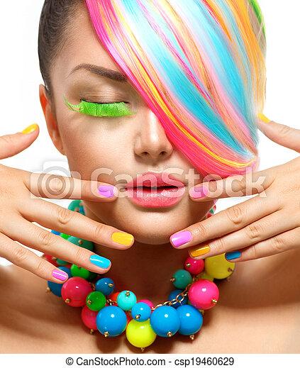 Retrato de belleza con maquillaje colorido, cabello y accesorios - csp19460629