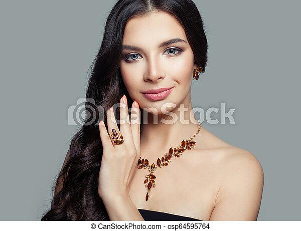 bello, ambra, donna, anello, trucco, brunetta, collana, orecchini - csp64595764