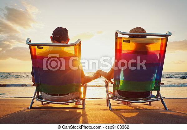 bello, coppia romantica, tramonto, godere, spiaggia, felice - csp9103362