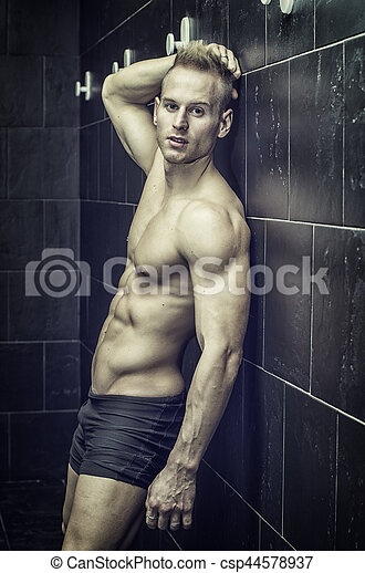 bello, parete, shirtless, giovane, muscolare, contro, sporgente, uomo, pavimentato - csp44578937