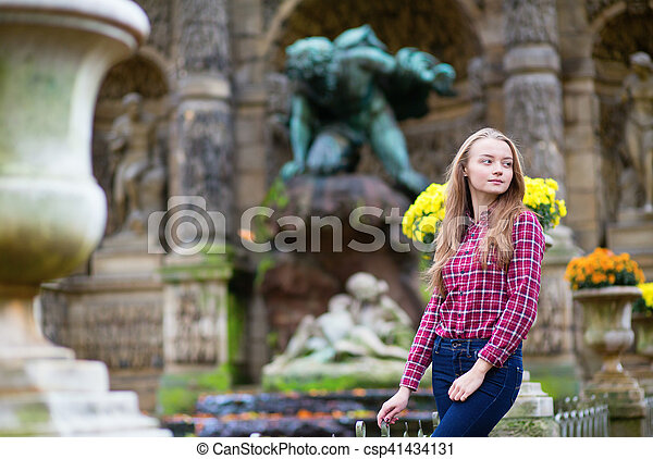 bello, ragazza, parco, giovane, cadere - csp41434131