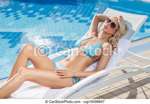 bello, rilassante, ponte, giovane, chair., sedia, stagno, donne - csp16499847