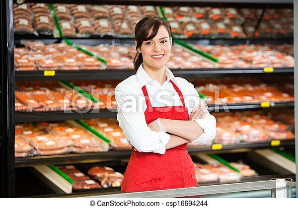 bello, standing, commessa, negozio, braccia, macellaio, attraversato - csp16694244