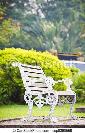 bench in the park, relaxed and tranquil atmosphere. - csp8390558