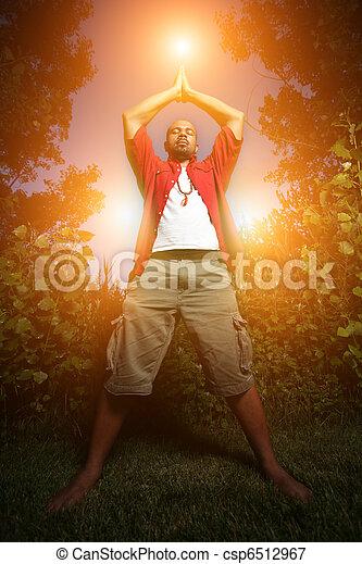 beoefenen, afrikaanse amerikaan, buitenshuis, yoga man - csp6512967