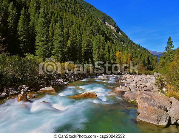 Sturmige berühmte Krimmler-Wasserfälle - csp20242532