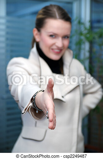 Geschäftsfrau bereit zum Händeschütteln - csp2249487