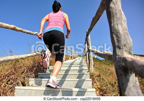 berg, rennende , vrouw, sporten - csp22018456
