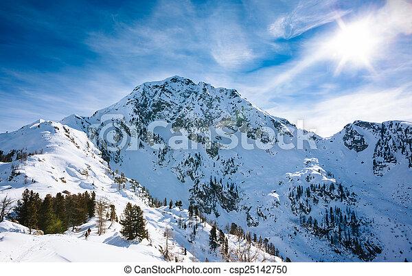 berg, winterlandschap - csp25142750