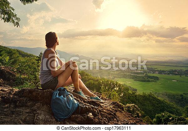 berge, sitzt, sonne, schauen, rand, m�dchen, tal, felsformation - csp17963111