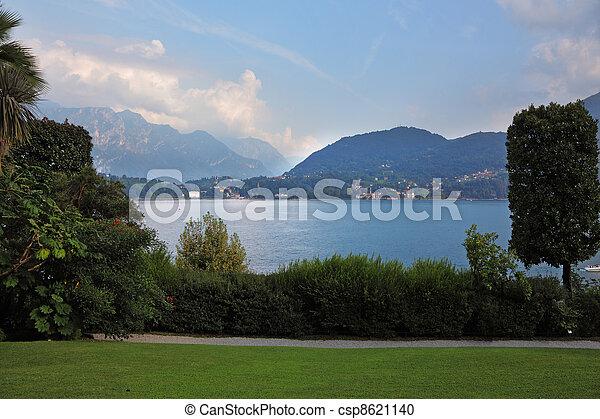 Toblino See in den Bergen - csp8621140