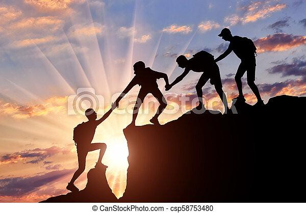 bergen, helpen, mannen, anderen, klimmers, elke - csp58753480