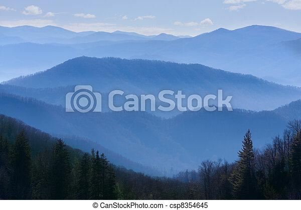 bergen, rokerig - csp8354645