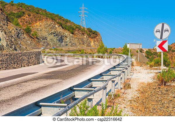 bergig, asphalt, bereich, gefährlicher , drehungen, straße - csp22316642